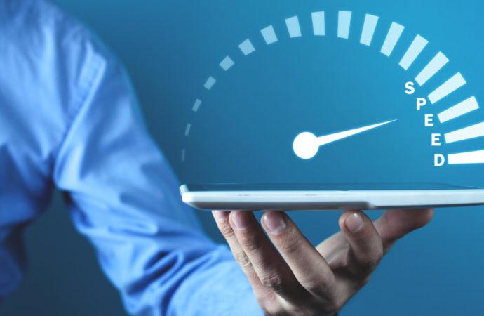 Dlaczego więcej niż jeden operator chwali się tytułem najszybszego Internetu mobilnego w Polsce?