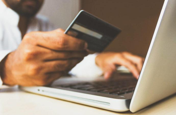 Co Polacy kupują w sieci?