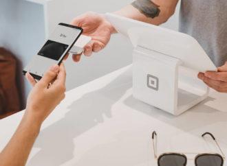 Polacy chętnie korzystają z bankowości mobilnej i płatności mobilnych