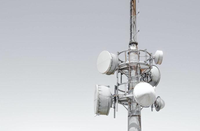 Coraz więcej państw UE przekłada aukcje 5G