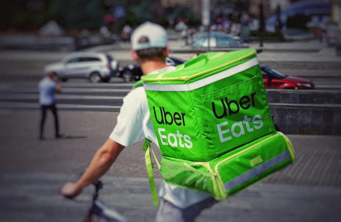 Uber Eats rozszerza ofertę dostawy artykułów spożywczych w związku z  COVID-19