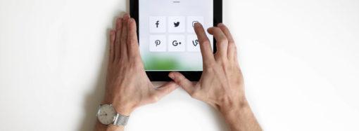 Raport Ministerstwa Cyfryzacji: rośnie zaufanie Polaków do e-urzędów