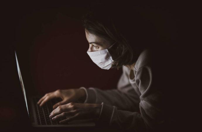 Facebook ostrzega użytkowników przed dezinformacją na temat COVID-19