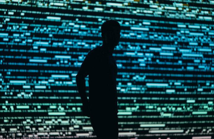 Szpiedzy przeszukują profile na LinkedIn – ostrzega brytyjski wywiad