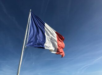 Czy prezydent Francji był szpiegowany? Zmienia urządzenie oraz numer telefonu!